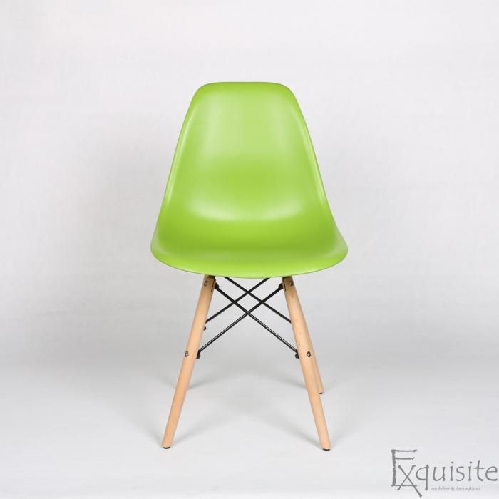 Masa rotunda din mdf cu 4 scaune tip Eames 12