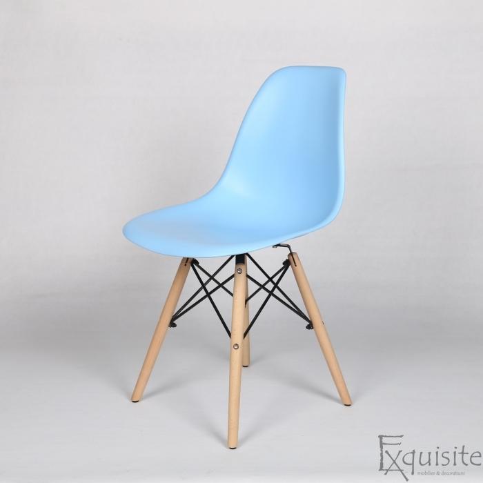 Masa rotunda din mdf cu 4 scaune tip Eames 14