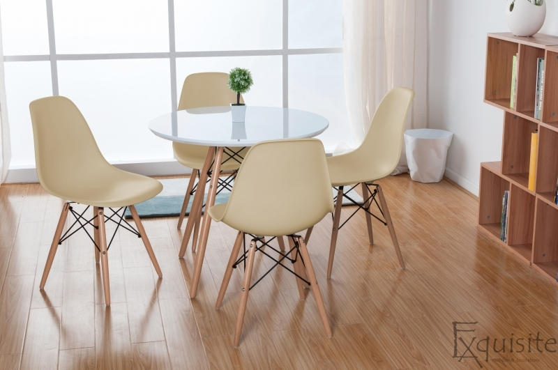 Masa rotunda din mdf cu 4 scaune tip Eames 4