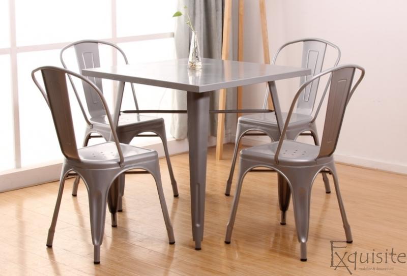 Masa cu scaune din metal2