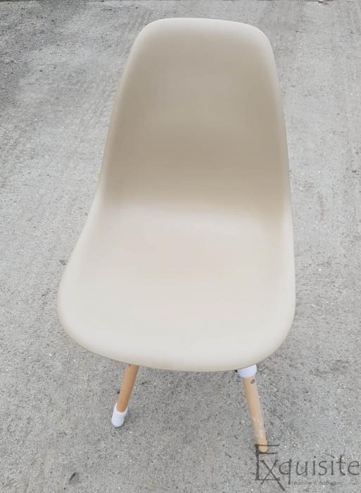 Scaun de bucatarie bej din plastic cu picioare din lemn6