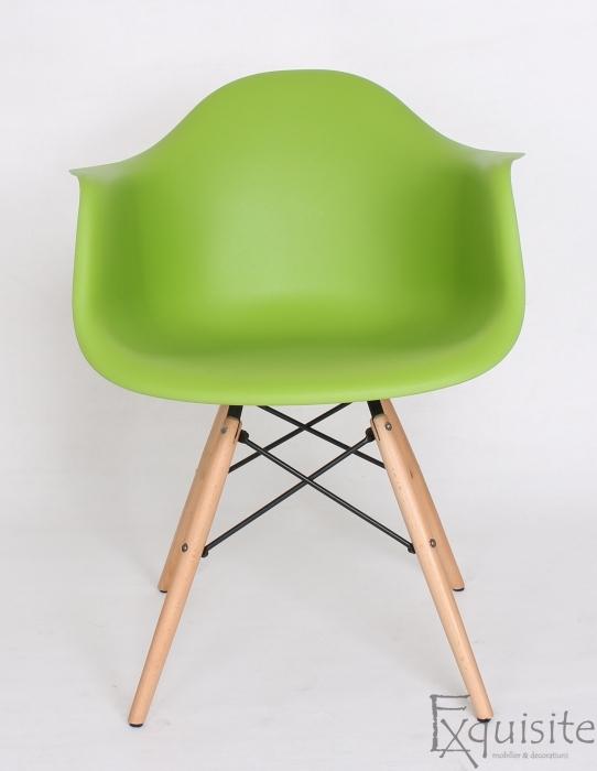 Scaun de bucatarie din plastic cu picioare din lemn, Eames, EX0823