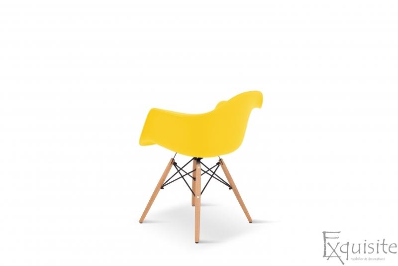 Scaun galben din plastic cu picioare din lemn - Set 4 bucati4