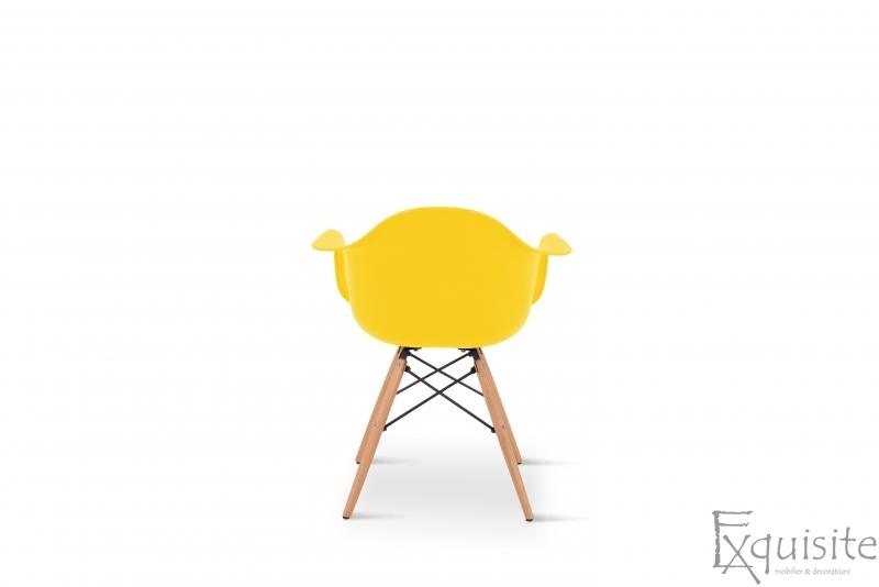 Scaun galben din plastic cu picioare din lemn - Set 4 bucati5