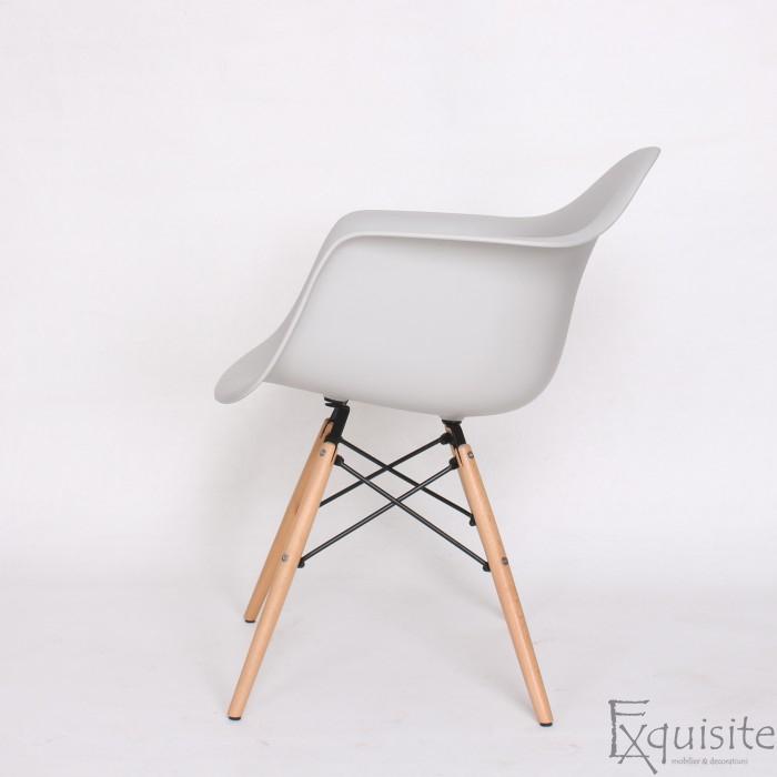 Scaun de bucatarie din plastic cu picioare din lemn, Eames, EX0829