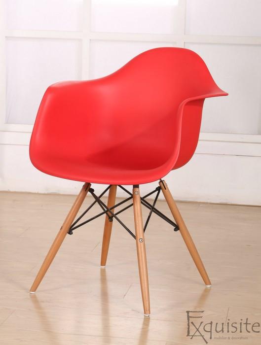 Scaun de bucatarie din plastic cu picioare din lemn, Eames, EX0828