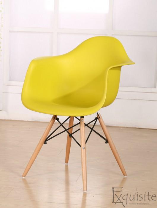 Scaun de bucatarie din plastic cu picioare din lemn, Eames, EX0821