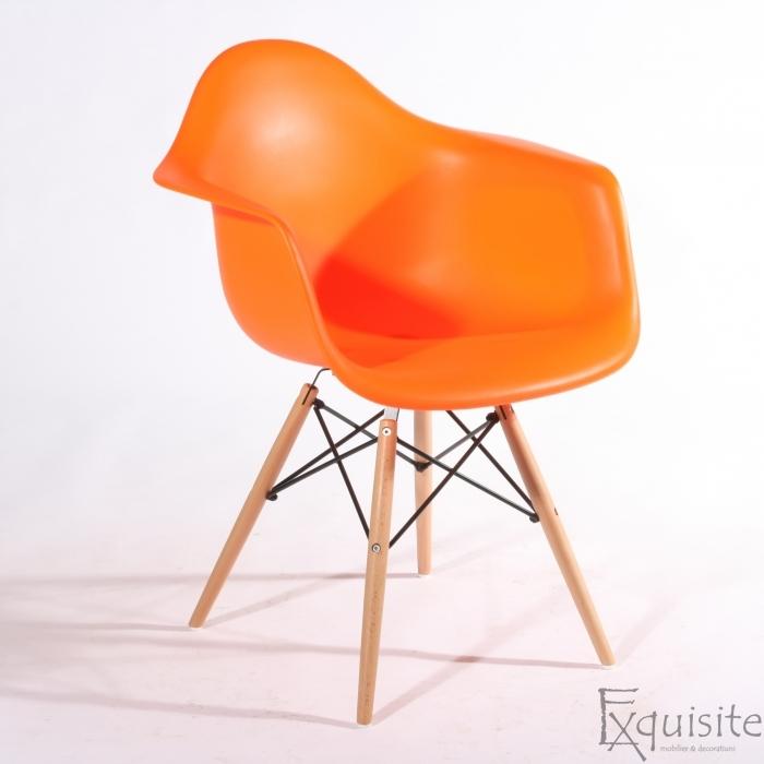 Scaun de bucatarie din plastic cu picioare din lemn, Eames, EX0825