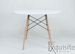 Masa rotunda din MDF cu 4 scaune din plastic cu picioare din lemn