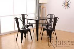 Masa cu scaune din metal