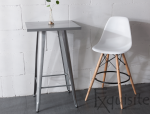 Scaun de bar alb din plastic cu picioare din lemn2
