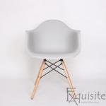 Scaun din plastic cu picioare din lemn - Set 4 bucati - EX082 Gri deschis1