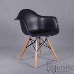 Scaun de bucatarie din plastic cu picioare din lemn, Eames, EX0826