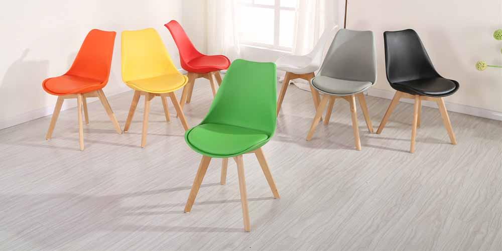 scaune culori diferite
